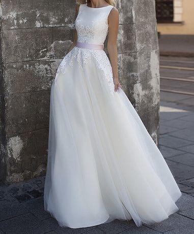 Весільна сукня  8 500 грн. - Весільні сукні Львів на Olx 59536e7abd701