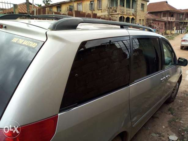 A very clean 2006 Toyota Sienna XLE Osogbo - image 5