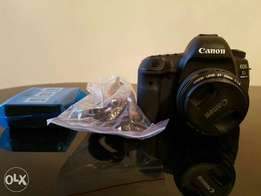 Canon 5D Mark IV + Lens 50mm 1:1.4 - Mint Condition