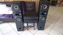 Big Bargain ! YAMAHA Natural Sound AMP, CD Changer and 2 Speakers !