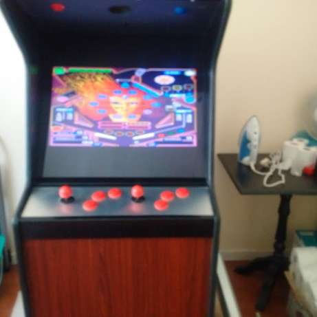 Arcade game with over 400 arcade games from the 80's and 90's for sale Faerie Glen - image 1