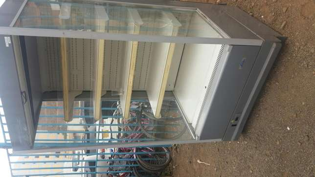 New arrived display chiller with warranty very smart in perfect cond Nairobi CBD - image 1