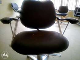 Nice mirror and salon chair for a quick sale at 200k NOT NEGOTIABLE.