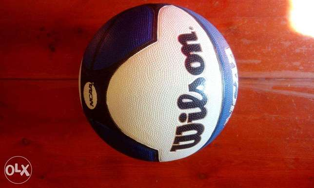 Wilson ncaa basketball size 7 v good cond