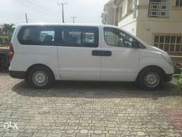 a few months used hyundai bus with 12 executive seat