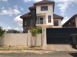 luxurious 5 bedrooms house for sale
