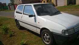 White Fiat uno for sale