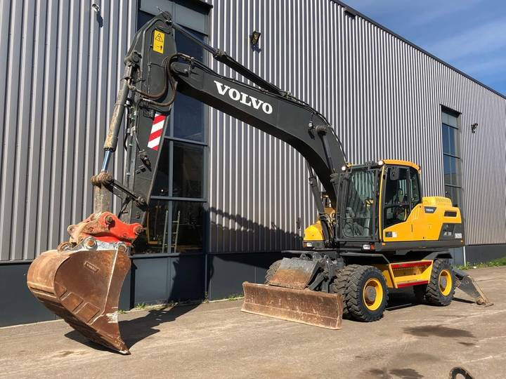 Volvo EW205D Mobile Excavator BLADE + OUTRIGGERS - 2016