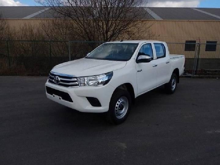 Toyota Hilux DLX 2.4