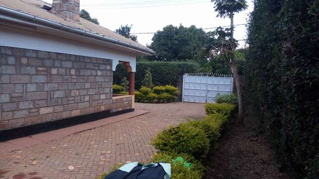 A well located 3 bedroom bungalow ideal for an office space Garden - image 7