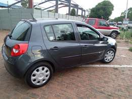Clean 2007 Renault Clio 3 Expression 5 door with extral tire R45000