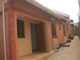 Styled up two self contained bed room at 450000 along Kito road-Kiriny
