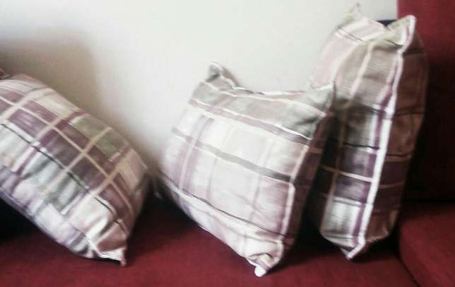 Fine fibre throw pillows pillows Nairobi West - image 3