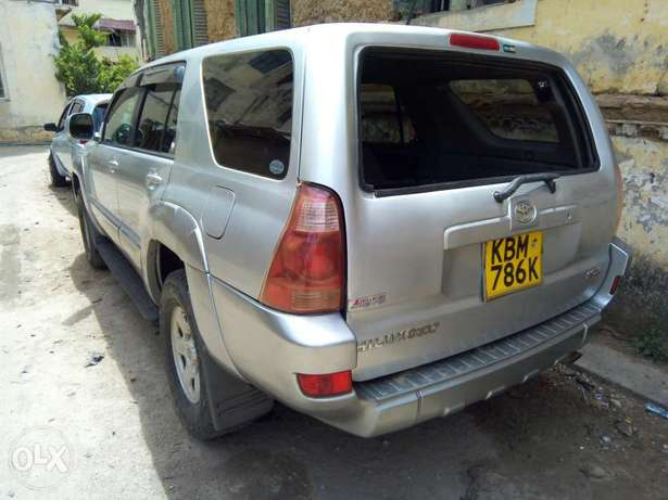 Clean and Well Maintained Toyota Hilux Surf 4WD SUV Mombasa Island - image 3