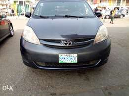 Clean Used Toyota Sienna 2008