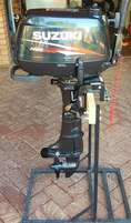 Suzuki 5 hp 4 stroke motor on stand