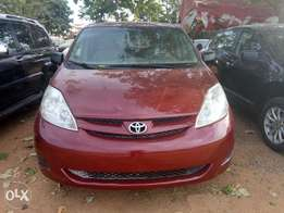 Toyota Sienna (Belgium) up for grab at an affordable price