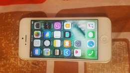 IPhone 5 16gb silver very clean with charger and free cover