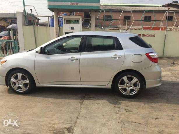 Super Clean Toyota Matrix Sport 2009 available for just N2.750m Only Agege - image 4