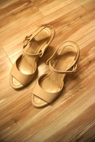 1f7cec07 39 CCC biale buty na koturnie kremowe koturny sandaly wysokie korkowe Łódź  - image 4