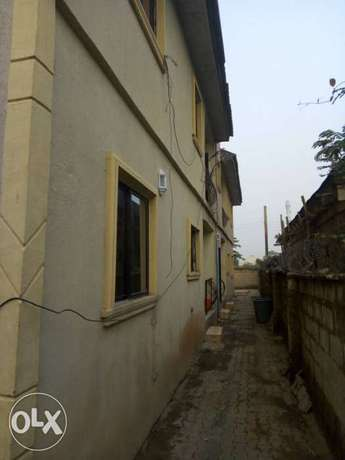 For sale 4Flat on a 50ft by 100ft by youth camp ground. Benin City - image 5