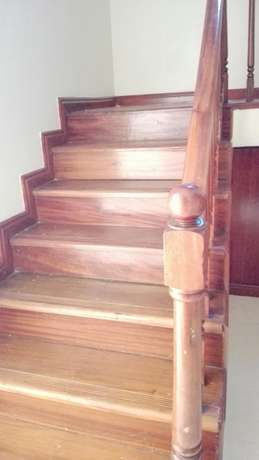 Comfort consult, 4brs townhouse with dsq and very secure Kileleshwa - image 4
