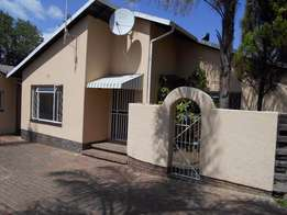 3 bedroom Cottage in Bromhof Randburg R7950.00/m NO ESTATE AGENTS PLS