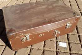 Vintage Brown Suitcase (Par 2178)