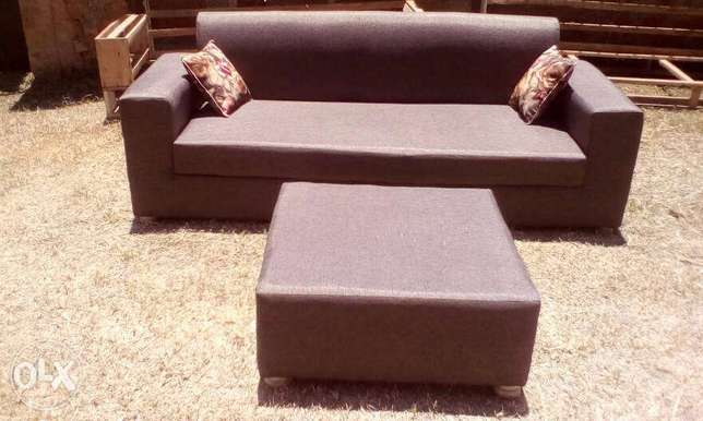 Tim Tim Box sofa/sofas/sofa Sets With Center Pouf Ugsh. 400,000/-only Kampala - image 4