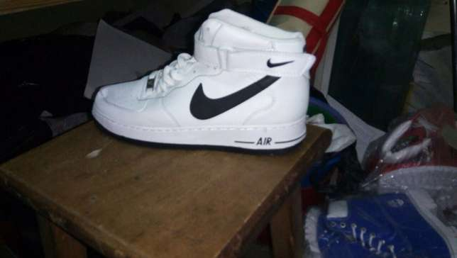 Nike shoes such as huaraches airmax and airforce Nairobi CBD - image 4