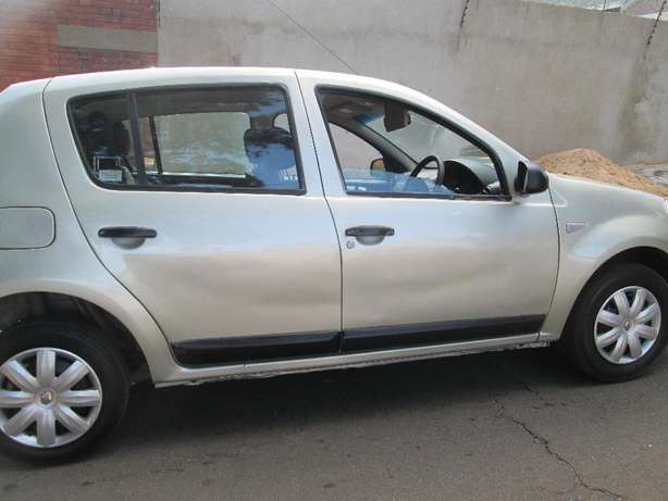 2011 Renault Sandero 1.6 United Selling For Good Price Johannesburg CBD - image 2