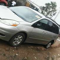 Toyota sienna 2006 model for fast sell