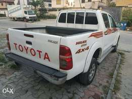 Well Maintained Very Clean 2014 Toyota Hiluxs manual transmission