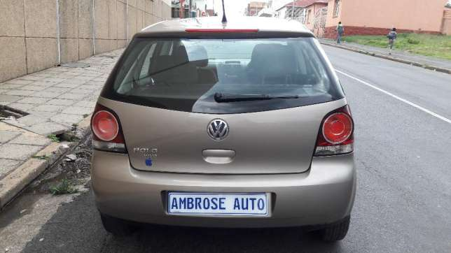 2015 Volkswagen Polo Vivo 1.4i is available Johannesburg CBD - image 4