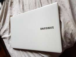 Samsung Laptop Core i5 2.5Ghz 8gb Ram 500gb HDD 2.3gb Graphics memory