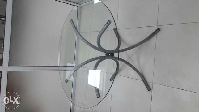 Glass round table Moudi - image 1