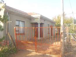 House For In Lake Side Estate (Vaal)