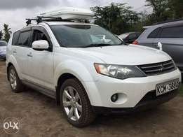 White Mitsubishi OutLander with Optional 4wd/2.3 Litre/7 seater