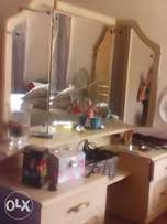 Dressing table with corner unit