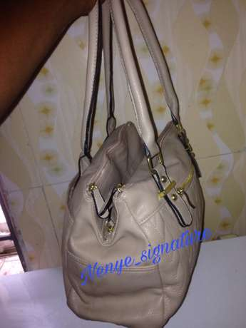 thrift/branded and unbranded fashion handbags Surulere - image 4