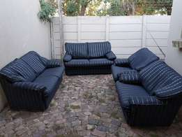 Very nice lounge suite - comfortable and condition like new (Black & s