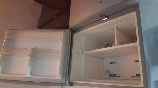 Good condition Sanyo fridge Mombasa Island - image 2