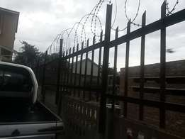 30 meters palisade fence with barb wire for sale