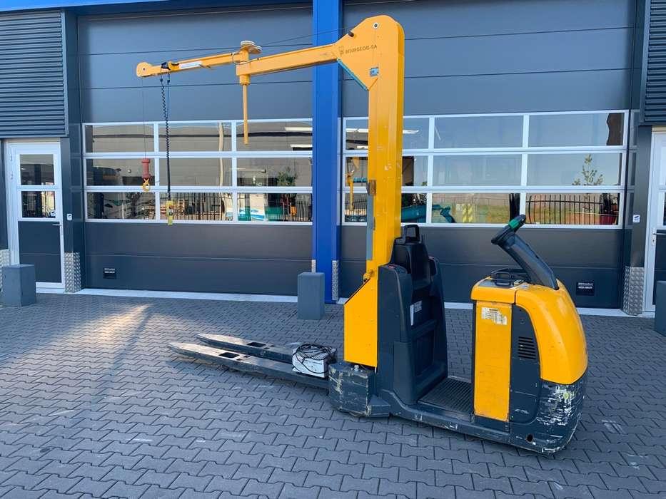 Jungheinrich ECE 225 palletwagen met kraan