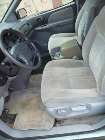 Toyota sienna 2000 model CE Low mileage fabric seats chilling Ac Surulere - image 3
