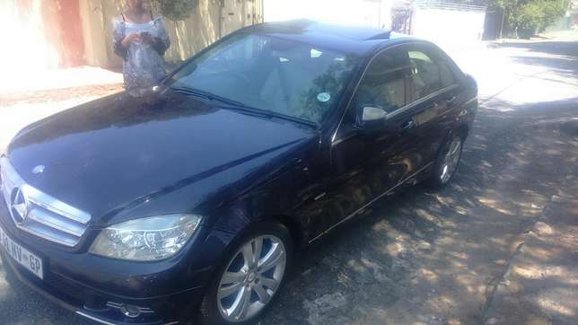 Mercedes Benz C320 d auto leather R135000 Kensington - image 2