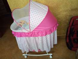 Baby bassinet with mattress