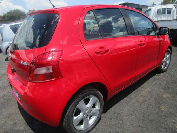 Toyota Yaris T3 H/B A/T 2007 model with 5 doors Johannesburg - image 6