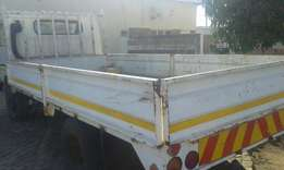 I'm selling this truck ud 40 Nissan 4 tan