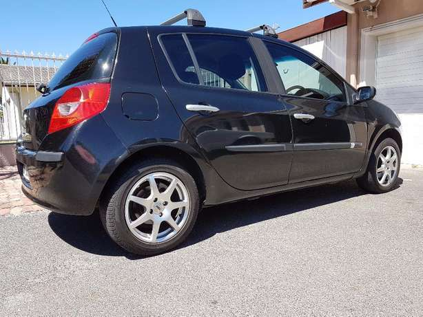 2008 Renault Clio 3 1.6 . ONLY 158000km Kuils River - image 3